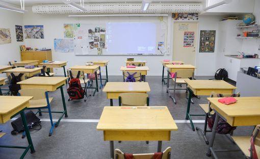Osa pojista vierastaa nykyisenkaltaista peruskoulua, perhetutkimuksen professori arvioi. 15-vuotiaat tytöt jyräsivät 15-vuotiaat pojat vuonna 2015 järjestetyissä Pisa-kokeissa.