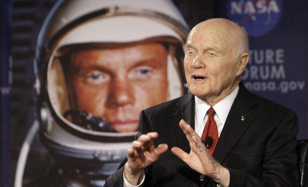 John Glenn kiersi ensimmäisenä amerikkalaisena maapallon vuonna 1962 ja kuului amerikkalaisen avaruustutkimuksen suuriin pioneereihin.