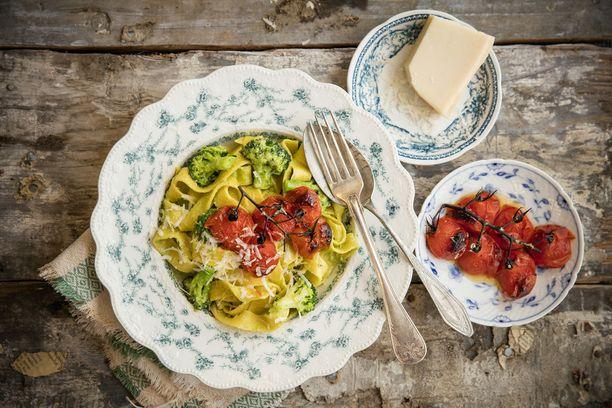 Tomaattiakin voidaan käyttää ruuanlaitossa hyvin monin tavoin.