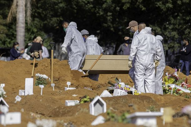 Sao Paolossa haudattiin koronavirukseen menehtyneitä.