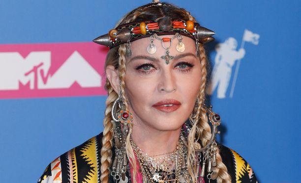 Madonna tempautui itsekin tanssilattialle.