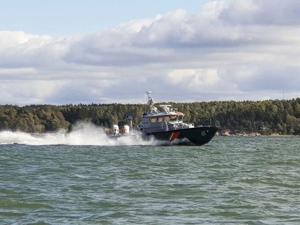 Suomalainen 40-vuotias mies loukkaantui vesijettionnettomuudessa Haapsalun edustalla, Viron poliisi kertoo. Kuvituskuvaa Merivartioston aluksesta.