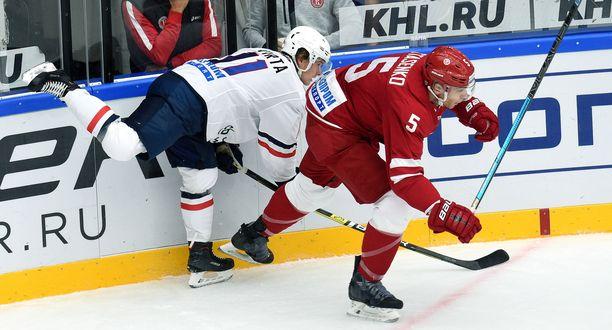Patrik Virta (vas.) ehti taituroida Bratislavassa vain 21 ottelua.