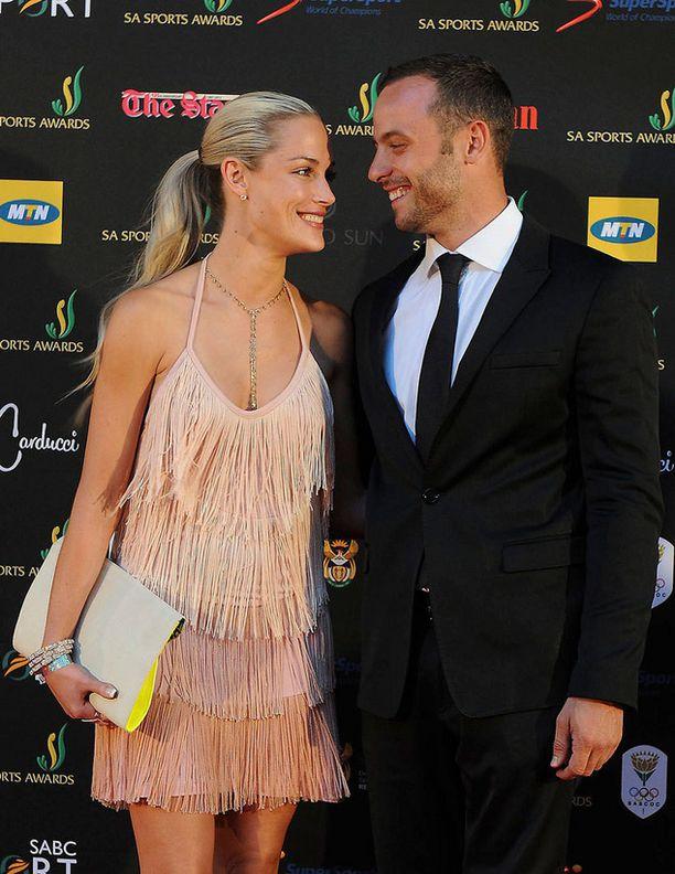 Marraskuussa pari poseerasi näin onnellisen näköisenä Johannesburgissa järjestetyssä urheilugaalassa.