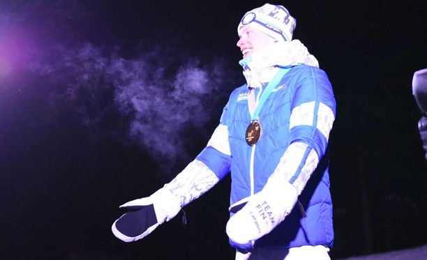 Iivo Niskanen oli juhlittu sankari Vieremän Einari Vidgrénin puistossa.