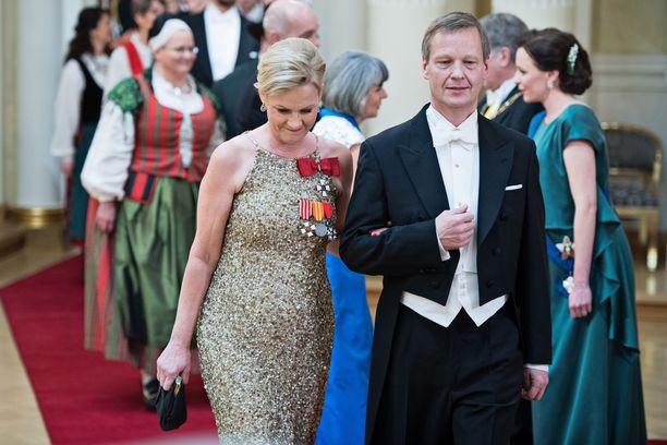 Eva Biaudet ja Thomas Forsström yrittivät juhlia iloisin mielin suru-uutisesta huolimatta.