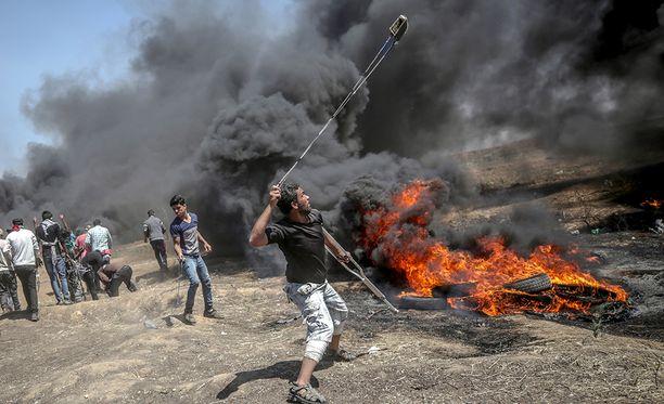 Israel kertoo toimineensa itsepuolustukseksi, kun sen sotilaita vastaan hyökättiin muun muassa linkoamalla kiviä.