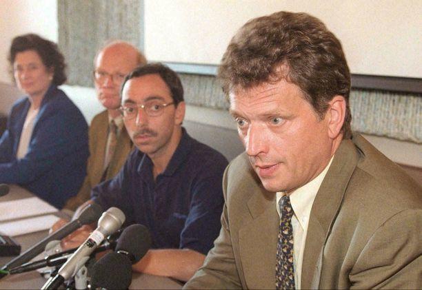 Kokoomuksen eduskuntaryhmän kesäkokous järjestettiin vuonna 1997 Hämeenlinnassa. Kuvassa vasemmalta oikealle: Kirsti Alaharju, Kimmo Sasi, Ben Zyskowicz ja Sauli Niinistö.