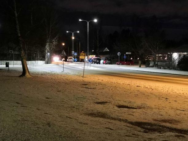 Poliisilla on menossa piiritystilanne Järvenpäässä.