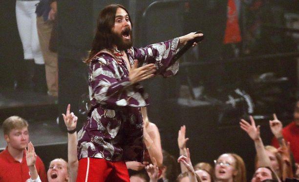 Jared Leto kiertää Thirty Secods to Mars -yhtyeensä kanssa maailmankiertueella. Keskiviikkona hän rokkasi Helsingissä.