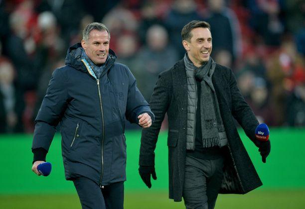 Entinen Liverpool-pakki Jamie Carragher (vas) ja ManU-legenda Gary Neville ovat tottuneet piikittelemään toisiaan ja toistensa edustamia seuroja.