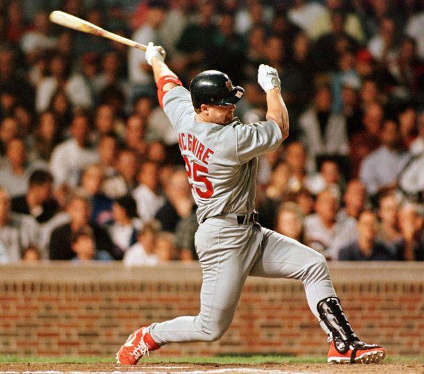Mark McGwire oli MLB:n kunnarihirmu.