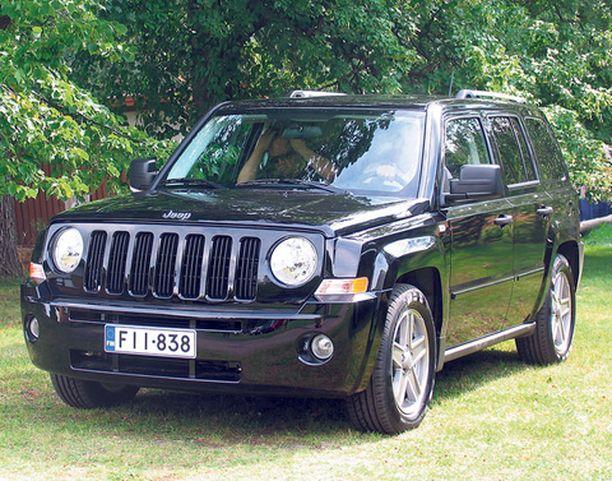 Jeep Patriot on hieman järeämpi ja kulmikkaammin muotoiltu kuin rinnakkaismalli Compass.