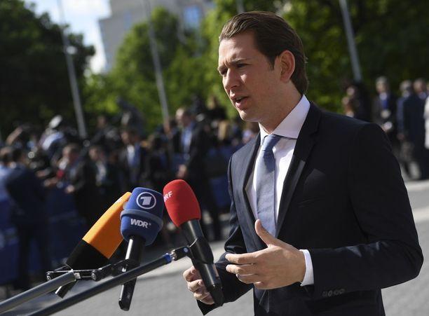 Liittokansleri Sebastian Kurz haluaa saada laittoman maahanmuuton kuriin.