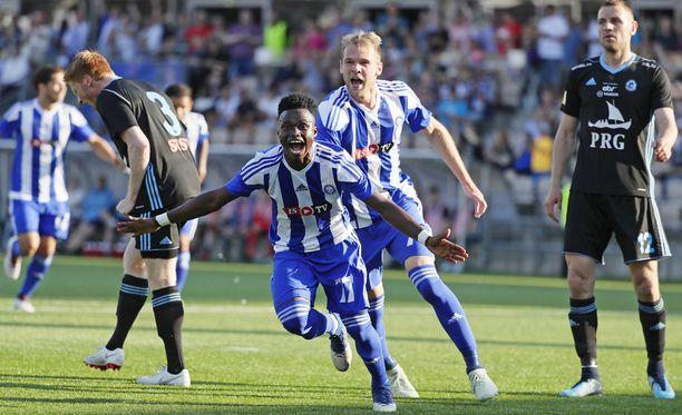 Evans Mensah iski 2-0-maalin Víkingurin verkkoon. Brassihyökkääjä Klauss vastasi 24 sekunnin kohdalla syntyneestä avausosumasta.