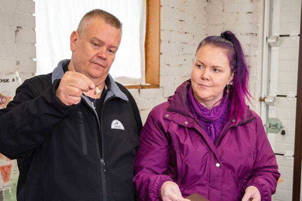 Aki Palsanmäki oli tiistain jaksossa lepsumpi kaupantekijä, kun taas Heli pysyi tiukkana.