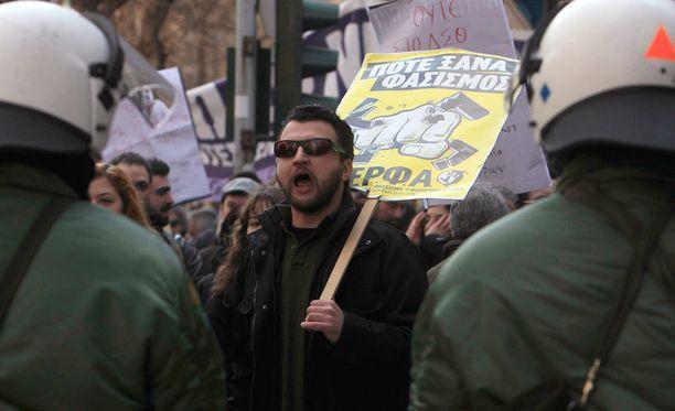 Puolueen ohjelmassa on useita natsiviittauksia.