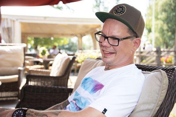 - Yritämme vaalia sisustuksessa ja kattauksessa kotimaista designia, A&S-ravintoloiden keittiötoimenpäällikkö Toni Mikkonen kertoo.