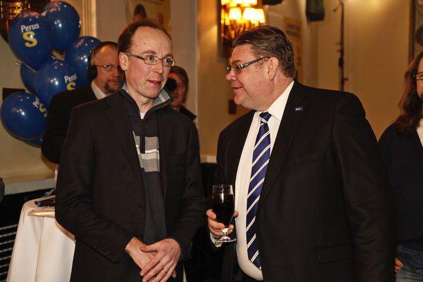 Jussi Halla-aho ja Timo Soini presidentinvaalien vaalivalvojaisissa Helsingin Ostrobotniassa 22. tammikuuta 2012.