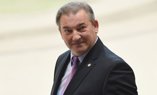 Vladislav Tretjak huomautti venäläisten kätelleen kanadalaiset.