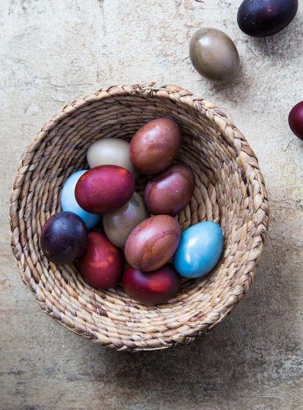 Mattapintaisista munista saa kiiltäviä ruokaöljyn avulla.