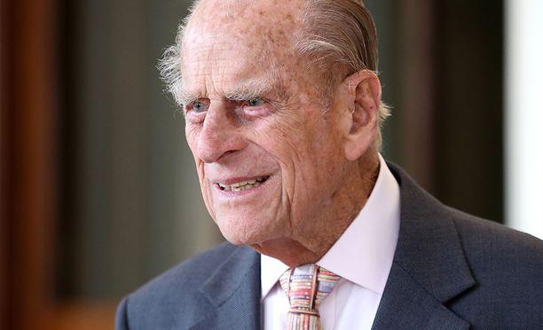 Prinssi Philip on Edinburghin herttua ja kuningatar Elisabet II:n puoliso. Tältä hän näytti vain vuosi sitten. Mies jätti edustustehtävänsä 2.8.2017.