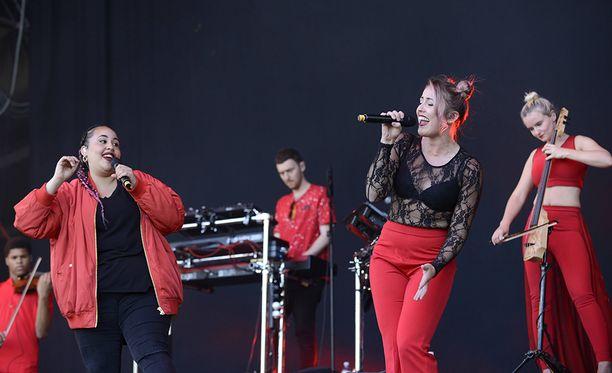 Clean Bandit on brittiläinen elektronisen musiikin yhtye. Bändi tunnetaan muun muassa kappaleistaan Rather Be ja Rockabye.