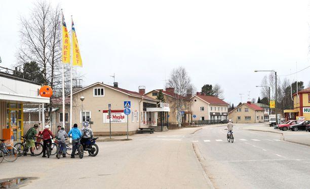 Julma teko sattui Pohjois-Karjalan Valtimolla viime vuonna. Rikoksen taustalla oli se, ettei isä enää puoltanut sitä, että hänen vaimonsa vuokraisi asunnon hänen pojalleen. Kuvituskuva Valtimon keskustasta.