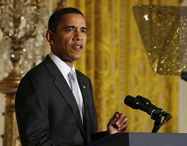 Presidentti Barack Obama aikoo allekirjoittaa lain elvtyspaketista maanantaina.