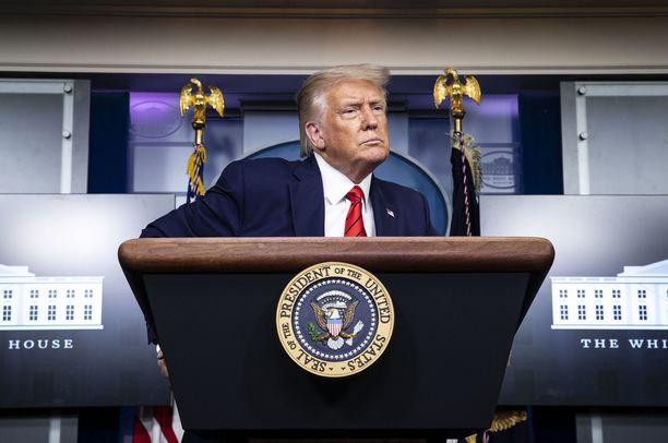 Presidentti Trump menee Kenoshaan tiistaina.