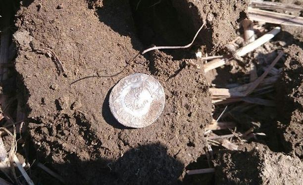 Rahat löytyivät Hämeenkoskelaiselta pellolta.