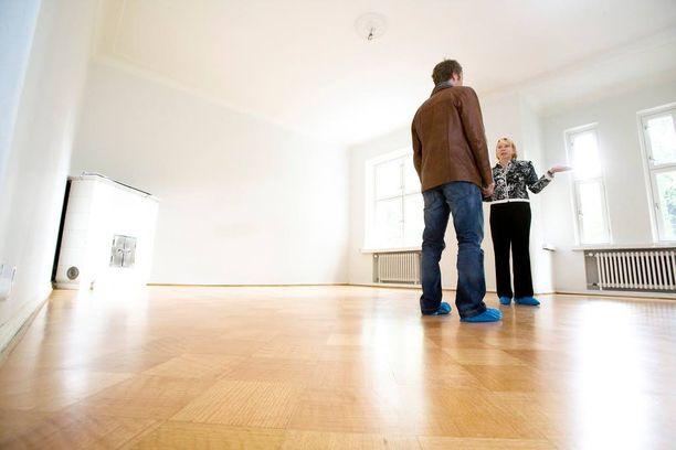 Miehen epäillään anastaneen välittäjän omaisuutta asuntoesittelyn yhteydessä. Kuvituskuva.