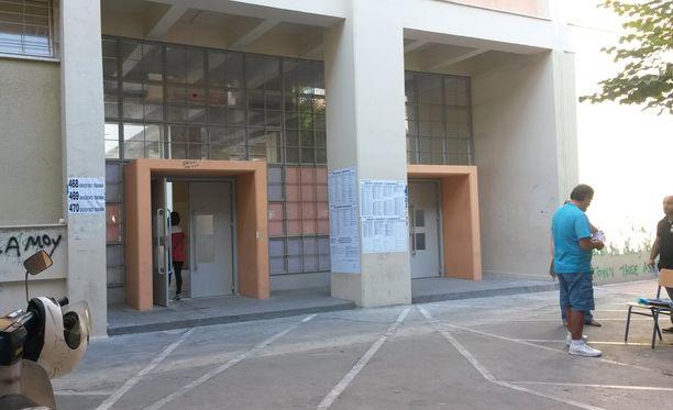 Akadimia Platonoksen kaupunginosan äänestyspaikalla oli rauhallista sunnuntaiaamuna.