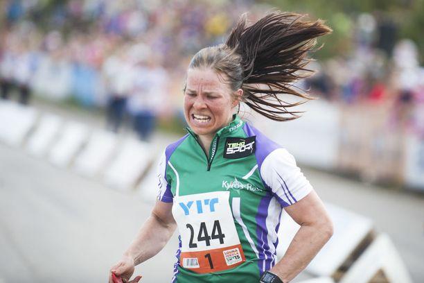 Krista Pärmäkoski kilpailee kesäisin suunnistuksessa.