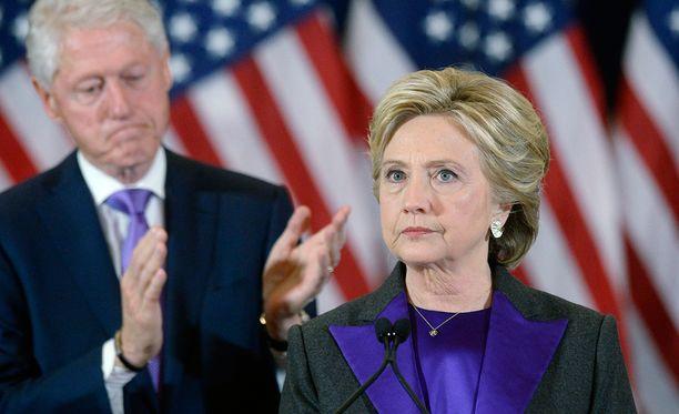 Hillary Clintonia on kehotettu pyytämään uutta ääntenlaskua.
