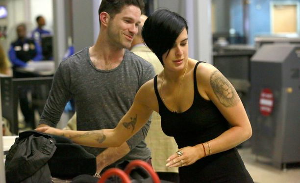Kuvassa näkyy Rumerin oikean käden Tanssii tähtien kanssa -tatuointi.