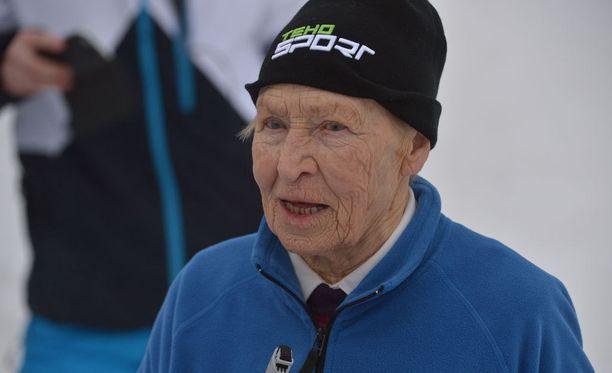 """Siiri """"Äitee"""" Rantanen, 92, herättää edelleen ihailua ladulla."""