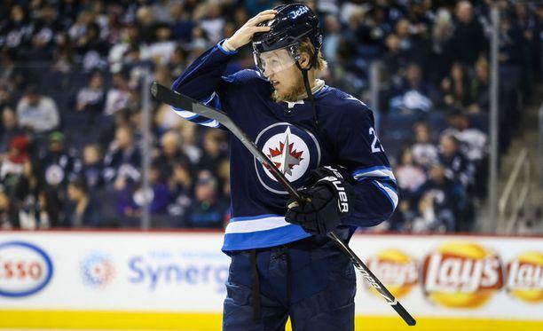 Winnipeg Jetsin Patrik Laine laukoi muutaman kerran vaarallisesti, mutta ei onnistunut maalinteossa.