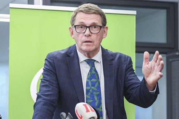 Valtiovarainministeri Matti Vanhanen (kesk) haluaa hallituksen työllisyystoimena kannustaa myös eläkeläisiä töihin.