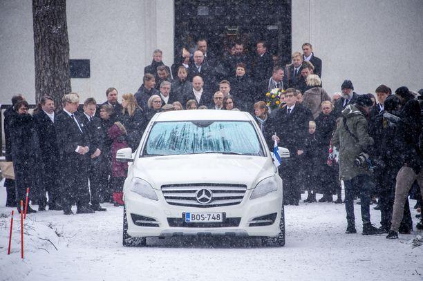 Mäkihyppääjälegenda Matti Nykänen kuoli yllättäen 4. helmikuuta. Hautajaisia vietettiin Jyväskylän vanhan hautausmaan kappelissa maaliskuun alussa.