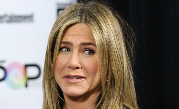 Näyttelijä Jennifer Aniston kertoo Marie Claire -lehdessä syistä, miksi kirjoitti kiitosta saaneen kirjoitukseksensa.