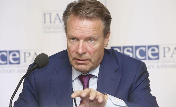Ilkka Kanervan mielestä maiden välistä puolustusyhteistyötä tulisi tiivistää.