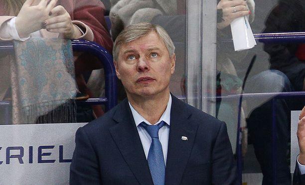 Aleksandr Smirnov on nykyään Ak Bars Kazanin apuvalmentaja.