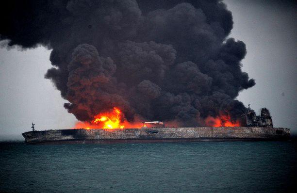 Aluksella on 30 iranilaisen ja kahden bangladeshilaisen miehistö.