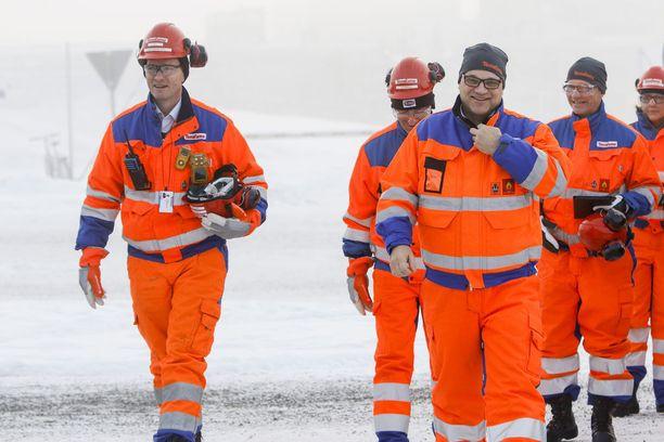 Pääministeri Juha Sipilä vieraili entisellä Talvivaaran kaivoksella marraskuussa. Moni arvioi vierailun olleen mainostempaus sijoittajien houkuttelemiseksi.