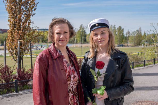 – Olen oppinut äidiltä rohkeutta ja itseluottamusta mennä uusiin tilanteisiin ja esimerkiksi uskallusta lähteä maailmalle, Sofia Lipponen kiittää Päivi-äitiään.