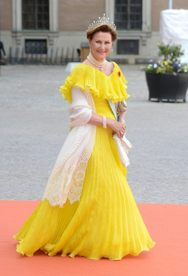 Kuningatar Sofia ei ensin meinannut hyväksyä tyttärensä puolisovalintaa. Kuva Ruotsin prinssi Carl Philipin häistä viime kesältä.
