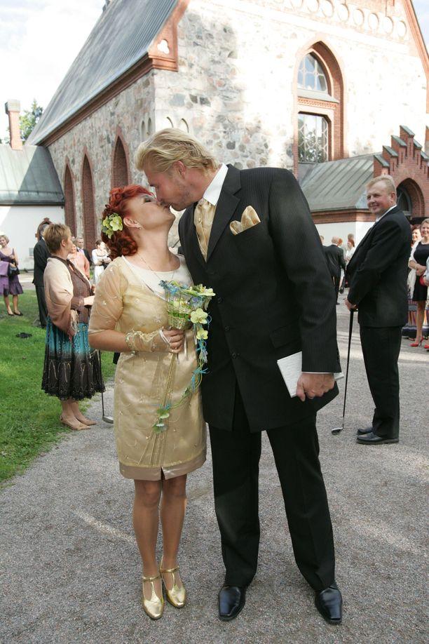 Vuonna 2006 Virve Rosti meni naimisiin Juha Arikosken kanssa. Liitto päättyi myöhemmin eroon.