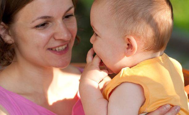 Pelastakaa lapset on seurannut äitien oloja 14 vuoden ajan.