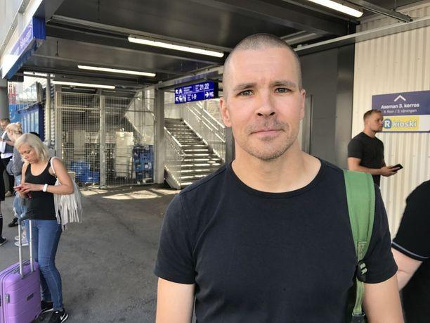 Ossi Kokkonen, 42, ymmärtää Veturimiesten liiton mielenilmaisuun päätymisen, mutta toivoo, että siitä aiheutuisi mahdollisimman vähän haittaa ulkopuolisille.